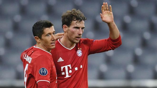 Goretzka, celebrando un gol junto a Robert Lewandowski