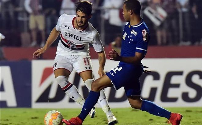 Alexandre Pato en un partido con Corinthians