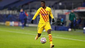 Dembélé se mantuvo en el once inicial en Huesca