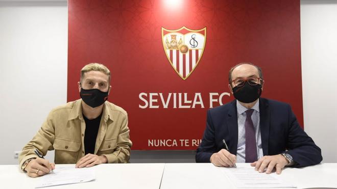Papu Gómez ya es nuevo jugador del Sevilla