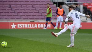 Ramos adelanta al Madrid de un penalti que no era (EN)