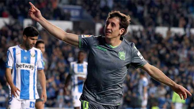 Oyarzabal lideró la victoria de la Real con un doblete