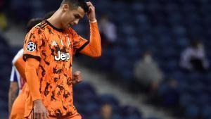 Cristiano Ronaldo se lamenta tras la derrota de la Juventus ante el Oporto (2-1)