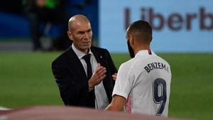 Zidane se empeña en alinear a Benzema solo en ataque
