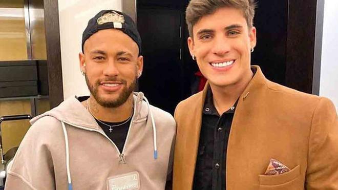 Neymar, junto a su padastro Tiago Ramos