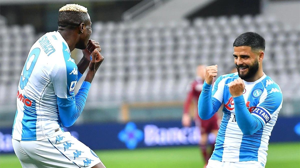 Osimhen festeja un gol del Nápoles con Insigne