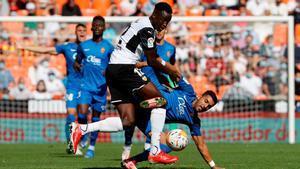 El Valencia tira de épica para empatar en el descuento