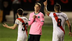 De Jong puso el lazo a su espectacular partido con el gol de la victoria ante el Rayo