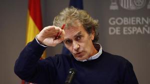 Fernando Simón se pone serio ante las preguntas de este periodista