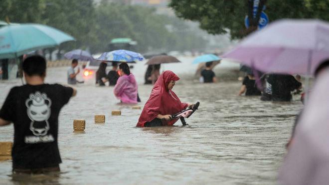 China vive las peores inundaciones de su historia: cae en un día lo que llueve en un año