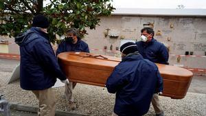 Fallece una mujer por coronavirus, y a los 10 días vuelve a su residencia