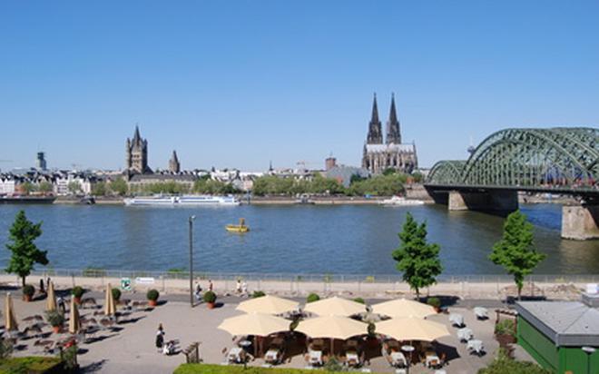 La orilla del Rin, uno de los rincones más relajantes de la ciudad