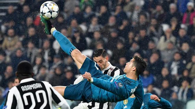 Cristiano Ronaldo remata a gol durante el Juventus - Real Madrid de la Champions 2017/18