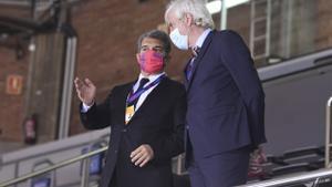 El presidente Laporta y Josep Cubells, el nuevo responsable del basket,siguieron el partido en el Palau