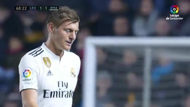 Con empate en el marcador Solari sacó a Kroos para meter a ... Fede Valverde