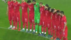 Los jugadores de Turquía guardaron el minuto de silencio