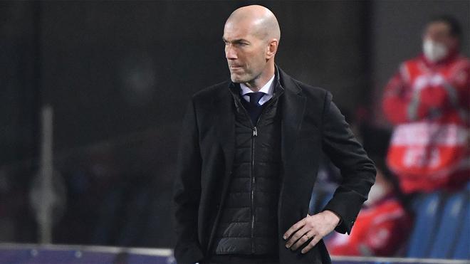 Zidane, durante el partido del Real Madrid contra el Atalanta