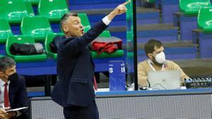 Sarunas Jasikevicius felicitó a su equipo por la victoria