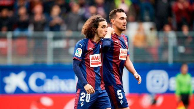 Cucurella dejó un recado al Barça con el primer gol del partido