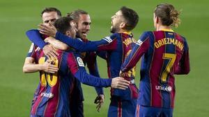 Los futbolistas del Barça, celebrando un gol