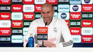 Zidane, contundente sobre la pregunta por Alaba y Sergio Ramos