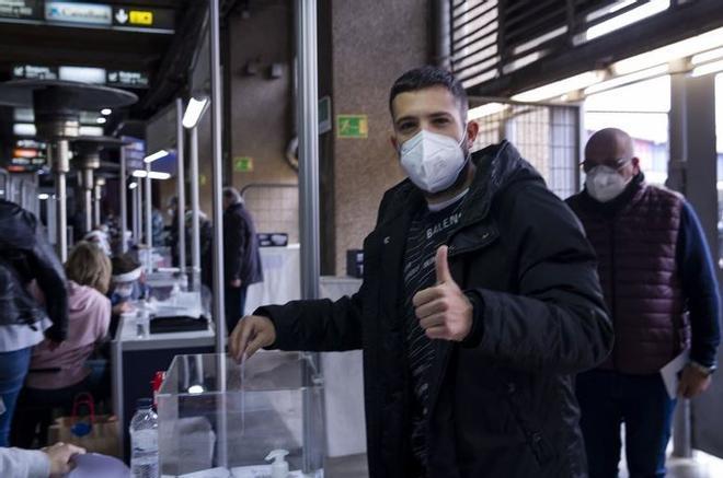 Jordi Alba posando en el momento de la votación