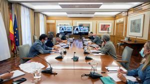 El Gobierno y las comunidades autónomas analizan el miércoles el toque de queda a las 20.00 horas