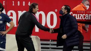 Lopetegui saluda a Bordalás al empezar el encuentro entre Sevilla y Getafe