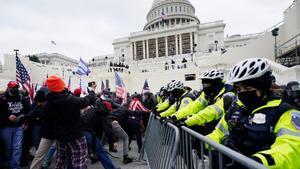 Caos en Washington tras asalto al Capitolio por seguidores de Trump