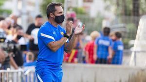 Sergi Barjuan se ha estrenado en el banquillo del Barça B con victoria