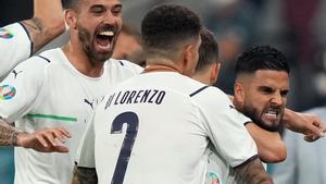 Los jugadores italianos celebran con rabia un gol en esta Eurocopa