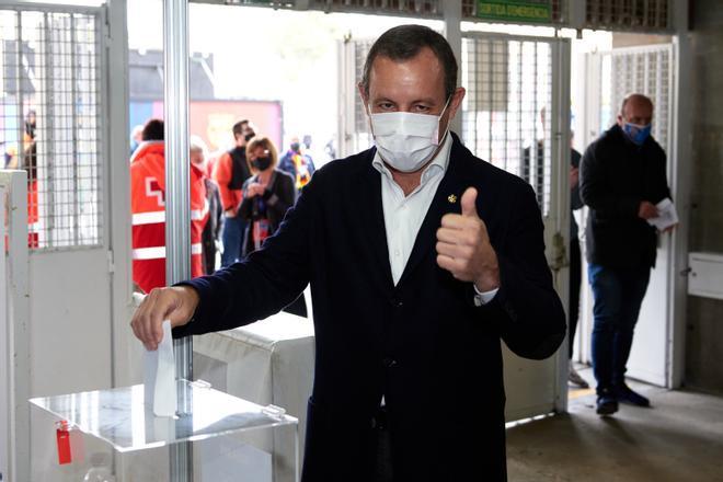 Sandro Rosell, vencedor en las elecciones de 2010, también acudió al Camp Nou