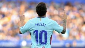Vídeo resumen: Los goles de Messi en el Alavés - FC Barcelona (0-2). Jornada 2, Liga Santander 2017-18