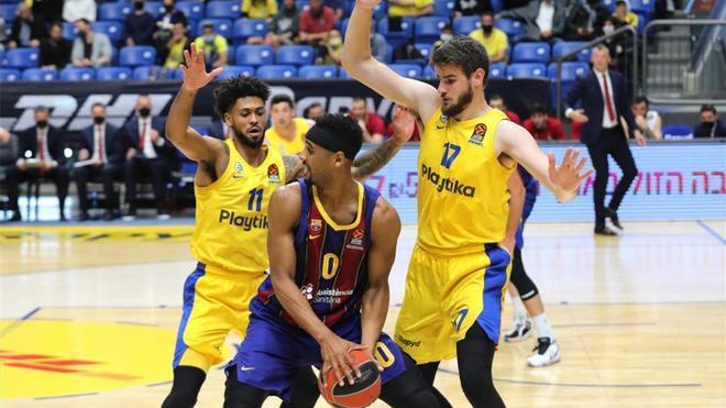 Davies, en una acción ante el Maccabi