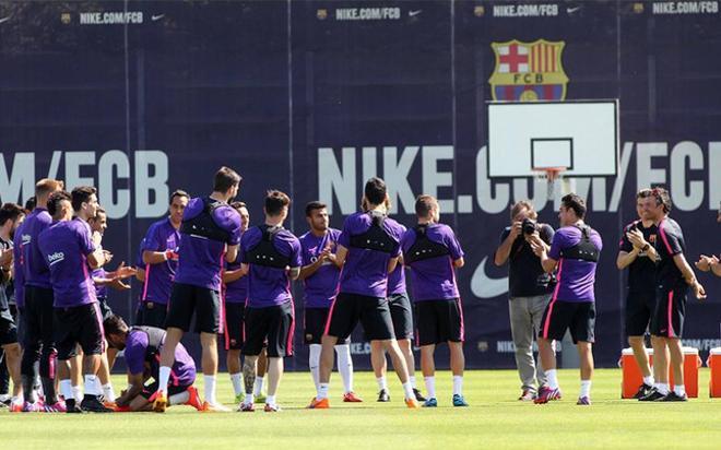 Luis Enrique, ovacionado por sus jugadores