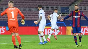 Mbappé anotó tres de los cuatro goles ante el Barça