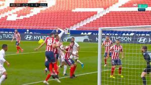 ¡Polémica en el Metropolitano! El Real Madrid pidió penalti por mano de Felipe