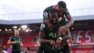 Ndombélé celebra su gol ante el Sheffield