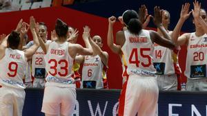 Las jugadoras españolas, tras derrotar a Montenegro en octavos
