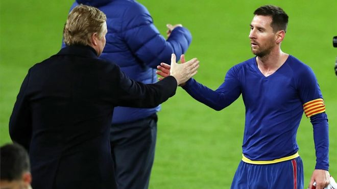 Koeman y Messi, al final de un partido