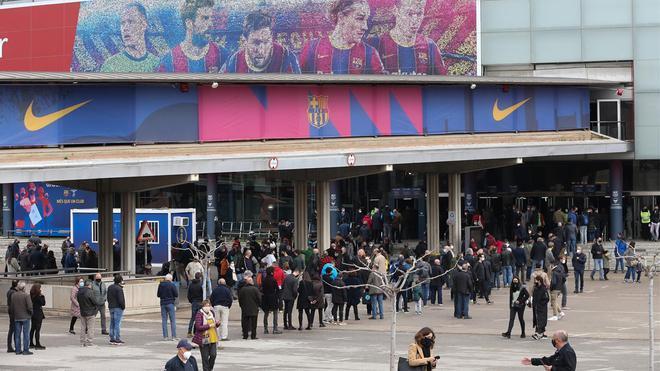 Colas en el Camp Nou