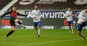 De vuelta a casa... ¡y a marcar! El golazo de Jovic con el Eintracht