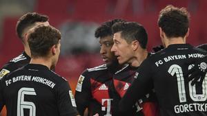 Los jugadores del Bayern celebrando un tanto de Lewandowski