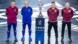 Sergio Lozano, Andreu Plaza, Diego Giustozzi y Miguelín, junto al trofeo
