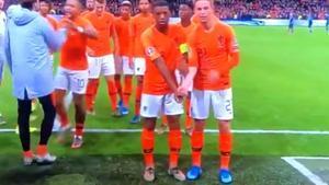 El gesto antirracista de De Jong y Wijnaldum