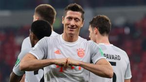 Lewandowski celebra su segundo gol ante el Al-Ahly.