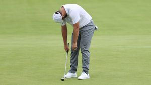Rahm se lamenta de un golpe durante la primera jornada del Open