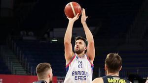 Vasilije Micic renueva con el Anadolu Efes y se olvida de la NBA