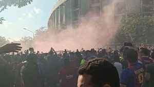 Ambientazo en el Camp Nou en la previa del Clásico
