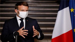 Francia se plantea un nuevo confinamiento nacional con la mitad de incidencia que España